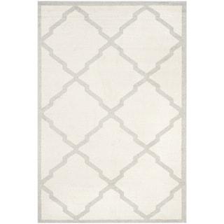 Safavieh Indoor/ Outdoor Amherst Beige/ Light Grey Rug (4' x 6')