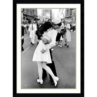 Alfred Eisenstaedt 'Kissing on VJ Day - Times Square' Framed Art Print 31 x 43-inch