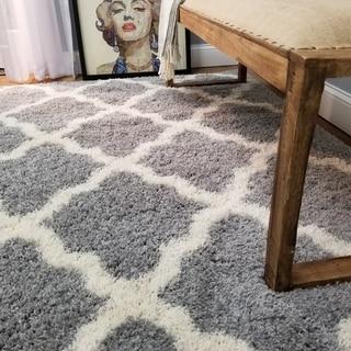Maxy Home Shag Moroccan Trellis Grey and White Area Rug (6'7 x 9'3)