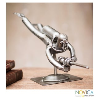 Handcrafted Recycled Metal 'Rustic Scuba Diver' Sculpture (Peru)