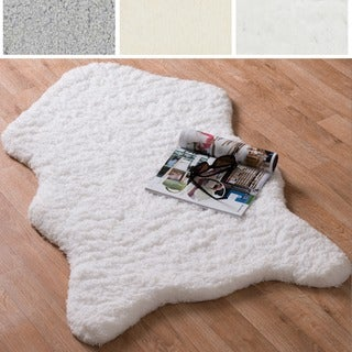 Hand-tufted Raquel Faux Sheep Skin Rug (3'0 X 5'0)