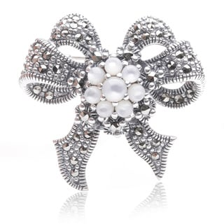 Blue Box Jewels Sterling Silver Marcasite and Mother of Pearl Pearl Double Ribbon-shaped Brooch (3-4mm)