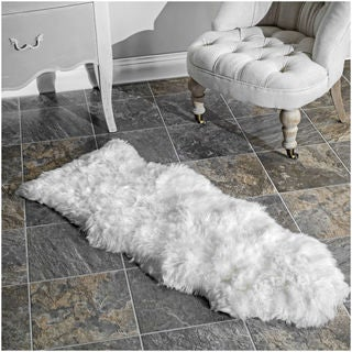 nuLOOM Alexa Handmade Sheepskin One and a Half Piece Natural shag Rug (1'6 x 3'11)