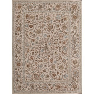 Subtle and Decorative Beige Wool Rug (8' x 10')