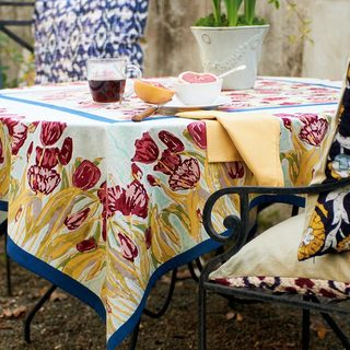 Couleur Nature 70-inch Round Tulips Tablecloth