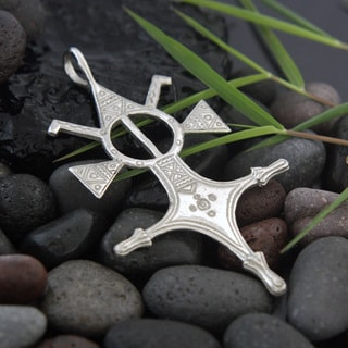 Four Winds Antiqued White Brass Tuareg Cross Pendant Necklace (Indonesia)