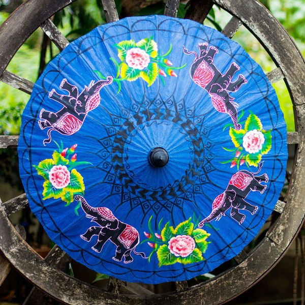 Handcrafted Saa Paper Bamboo 'Elephant Parade' Parasol (Thailand)