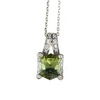 14k White Gold 1/8ct White Diamond Green Tourmaline Pendant Necklace (H-I, SI1-SI2)