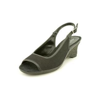 Aerosoles Women's 'Dozen Roses' Fabric Dress Shoes