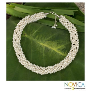 Cultured Pearl 'Iridescent White' Beaded Necklace (Thailand)