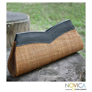Handcrafted Leather Buriti Palm 'Meireles' Clutch Handbag (Brazil)