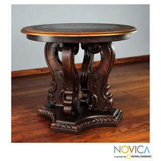 Handcrafted Pinewood 'Grand Peru' Accent Table (Peru)