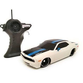 Maisto 1:24 Remote Control 2006 Dodge Challenger Concept