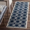 Safavieh Indoor/ Outdoor Amherst Navy/ Ivory Rug (2'3 x 9')