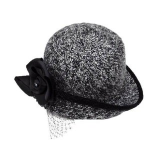 Swan Women's Black and White Chenille Boucle Hat