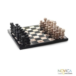 Handcrafted Marble 'Glorious Battle' Chess Set (Medium) (Mexico)