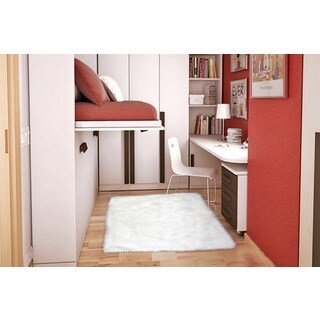 Machine-Made Flokati White Polyester Area Rug (3'2 x 4'8)