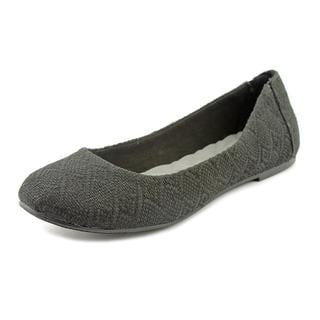 Famous Name Brand Women's 'Laguna' Basic Textile Casual Shoes