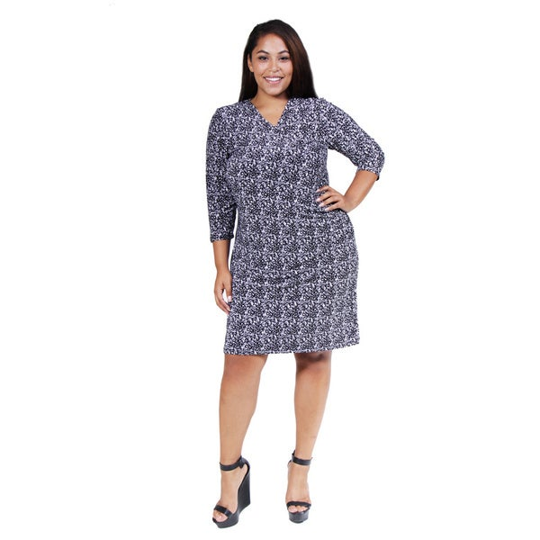 24/7 Comfort Apparel Women's Plus Black and White Abstract Print Wrap Dress