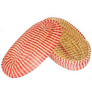 Hand-crafted Medium Oval Red/ Natural Wicker Basket (Ethiopia)