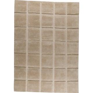 Hand-knotted Manhattan Beige New Zealand Wool Rug (5'6 x 7'10)