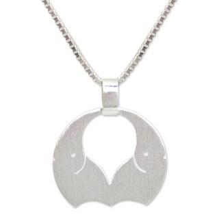 Sterling Silver 'Romantic Elephants' Pendant Necklace (Thailand)