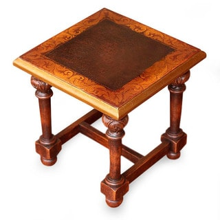 Handcrafted Pinewood 'Antique Peru' Accent Table (Peru)