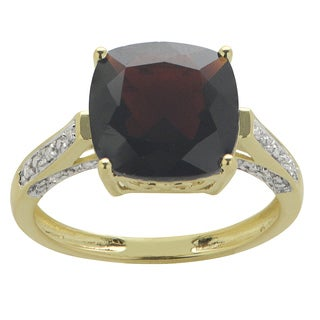 Gems For You 14k Yellow Gold Garnet and Diamond Engagement Ring