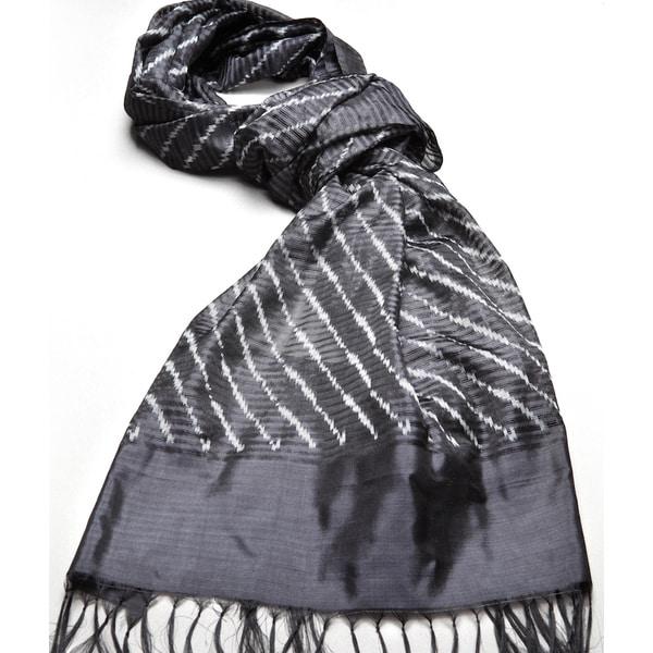 Mela Artisans Hand-woven Silk Shanti Scarf (India)