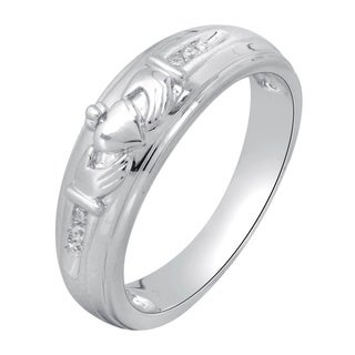 Bridal Symphony 10k White Gold Men's Diamond Accent Claddagh Wedding Band (I-J, I2-I3)