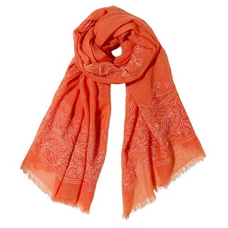 Mela Artisans Hand-woven Wool Hybiscus Scarf (India)