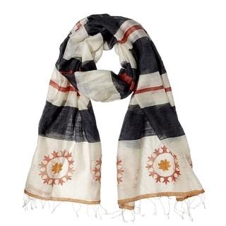 Mela Artisans Hand-woven Silk Laugh Scarf (India)