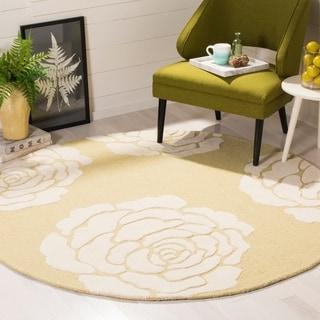 Safavieh Handmade Cambridge Light Gold/ Ivory Wool Rug (6' Round)