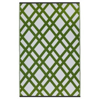 Indo Dublin Lime Green and White Recycled Plastic Area Rug (6' x 9')