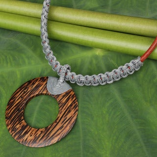 Handcrafted Coconut Wood 'Ring In Gray' Pendant Necklace (Thailand)