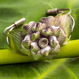 Handcrafted Silver 'Sumptuous Peony' Flower Bracelet (Thailand)