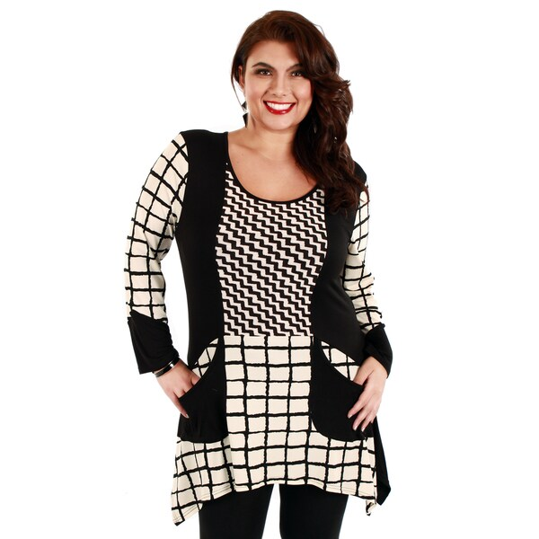 Firmiana Woman's Plus Size Black/ White 3/4 Sleeve Top