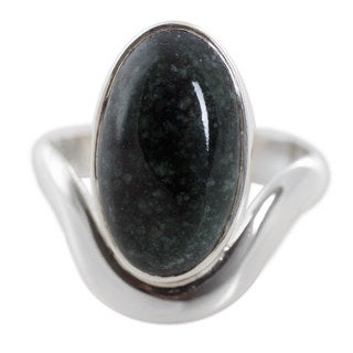 Handcrafted Sterling Silver 'Secret of Earth' Jade Ring (Guatemala)