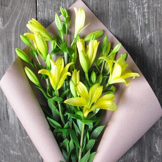 The Bouqs Volcano Collection 'Pow' Single Lily Bouquet
