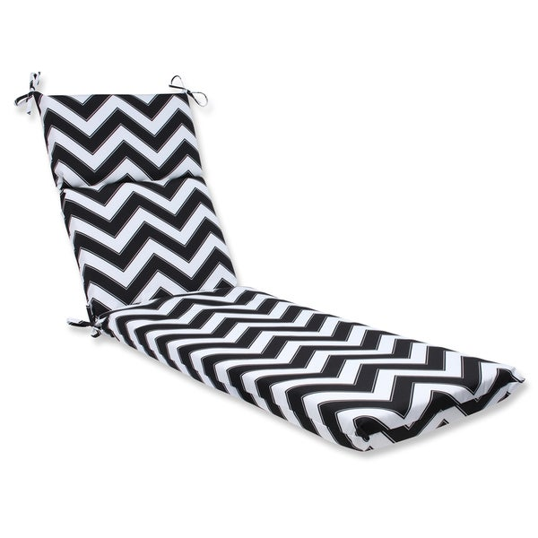 Pillow perfect outdoor chevron black white chaise lounge for Black and white striped chaise lounge cushions