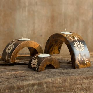 Set of 3 Mango Wood 'Lanna Daisy Arches' Candleholders (Thailand)