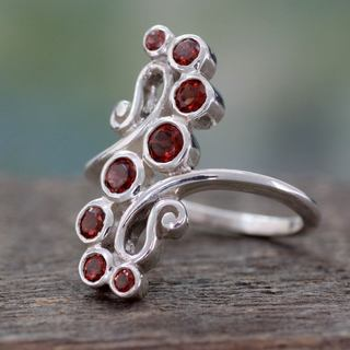 Handcrafted Sterling Silver 'Scarlet Tendrils' Garnet Ring (India)