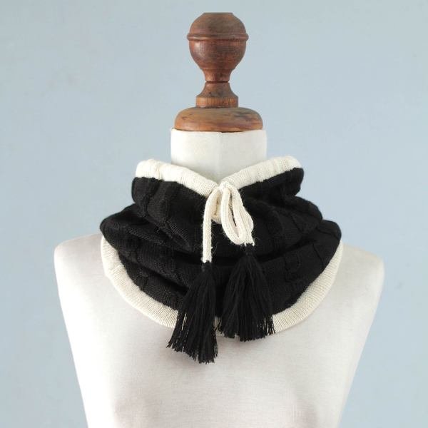 Handcrafted Alpaca 'Flirting in Black' Neck Warmer (Peru)
