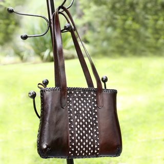 Handcrafted Leather Carolina Dark Brown Zipper Shoulder Bag (Mexico)