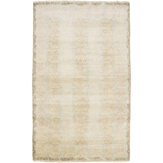Hand-Knotted Stuart Border New Zealand Wool Rug (5'6 x 8'6)