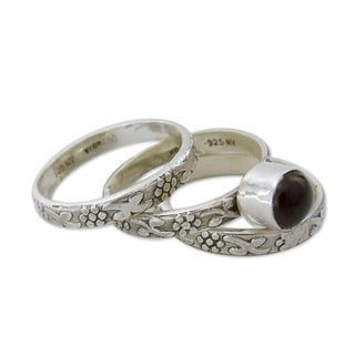 Set of 3 Handcrafted Sterling Silver 'Lone Rose' Garnet Rings (India)