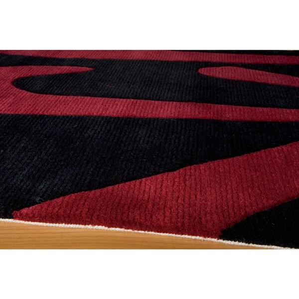 Koi Prosperity Hand-tufted Wool Area Rug (2'6 x 8')