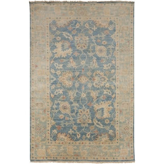 Hand-Knotted Amalia Border New Zealand Wool Rug (5'6 x 8'6)