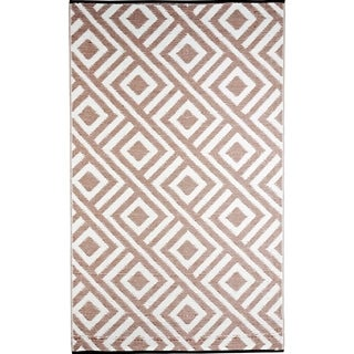 b.b.begonia Malibu Outdoor/ RV/ Camping Beige/ White Reversible Patio Mat (8' x 20')