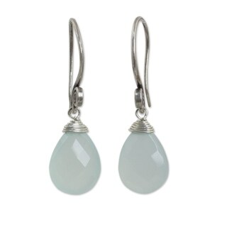 Handcrafted Silver 'Subtle' Chalcedony Earrings (Thailand)